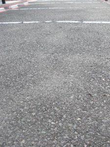 仙台市泉区Aアパート駐車場路面塗装(施工前)