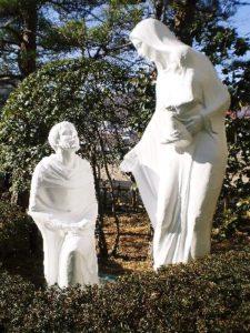 聖ドミニコ学園マリア像塗装工事(施工後)