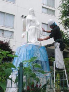 シャルトル聖パウロ修道院女会函館修道院マリア像塗装工事(施工中)