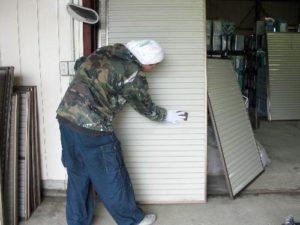 仙台市青葉区K様邸の雨戸塗装(施工中1)
