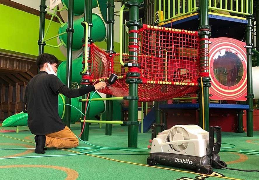 山形市の児童遊戯施設『べにっこひろば』の遊具を、光触媒コーティングで除菌!