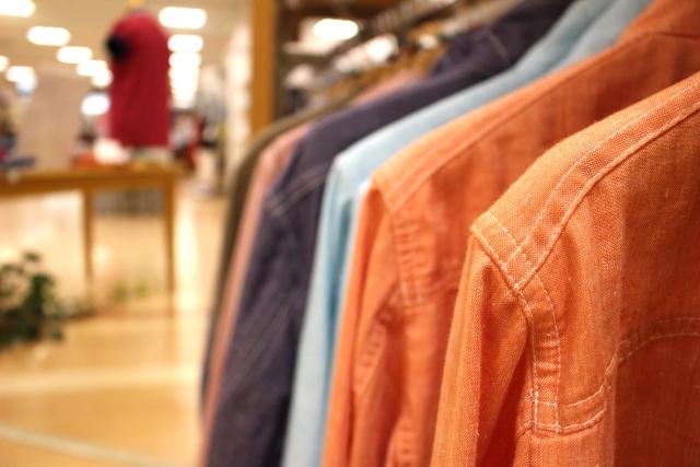 明るい色の服