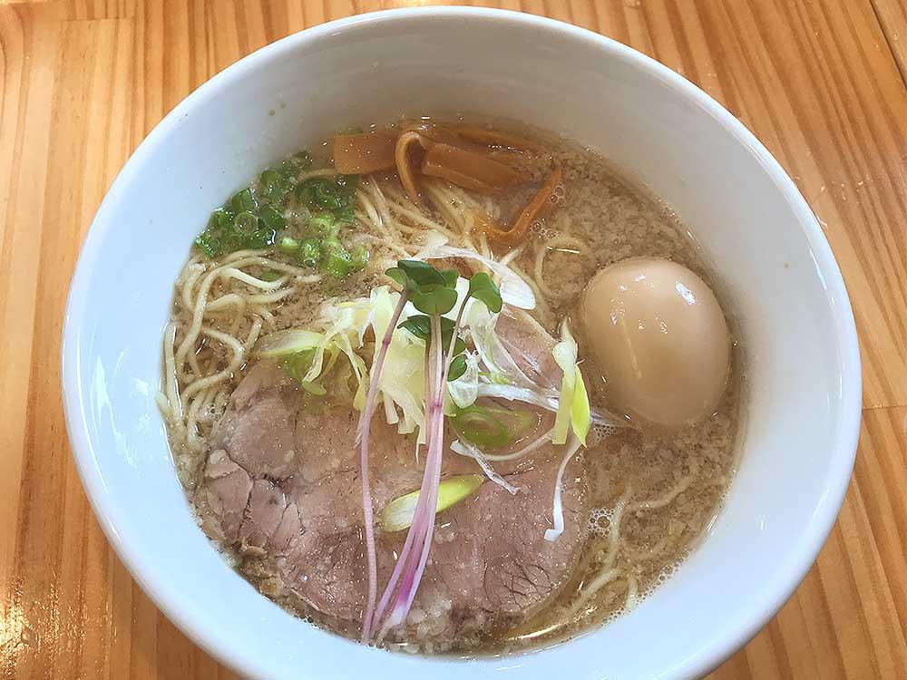 アゴ出汁背脂らぁ麺(魚介醤油ベース)その1
